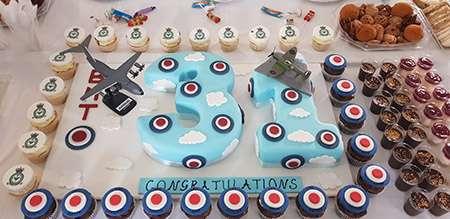 Image of the graduation cake.
