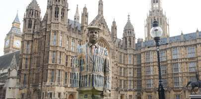 Image of Veteran Darren Fuller in front of the House of Parliament